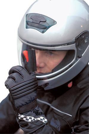 Prstový stěrač pro přilbu na motorku